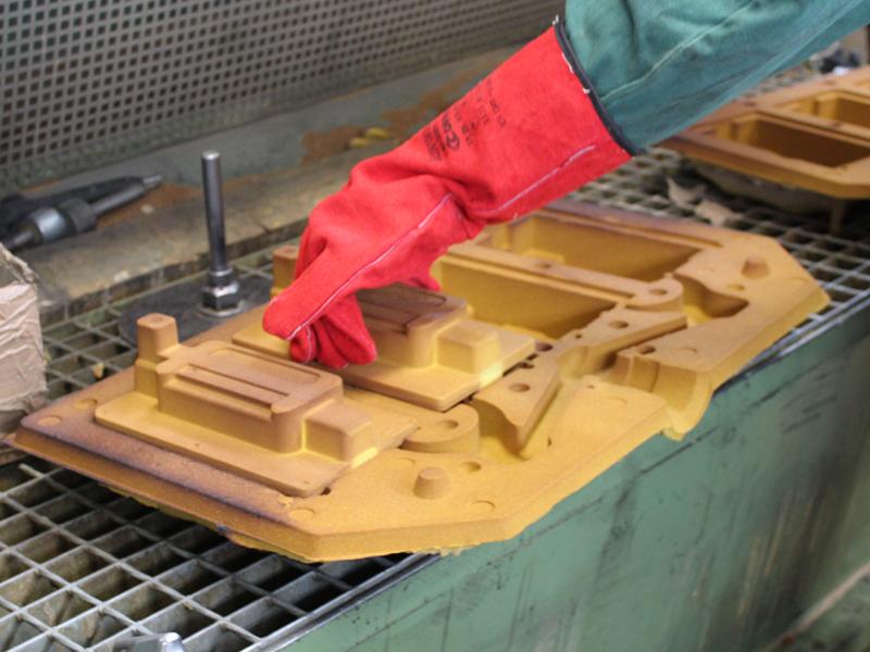 posa dell'anima nella forma per la fonderia shell moulding